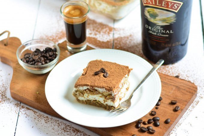 Easy Tiramisu (Eggless) VIDEO