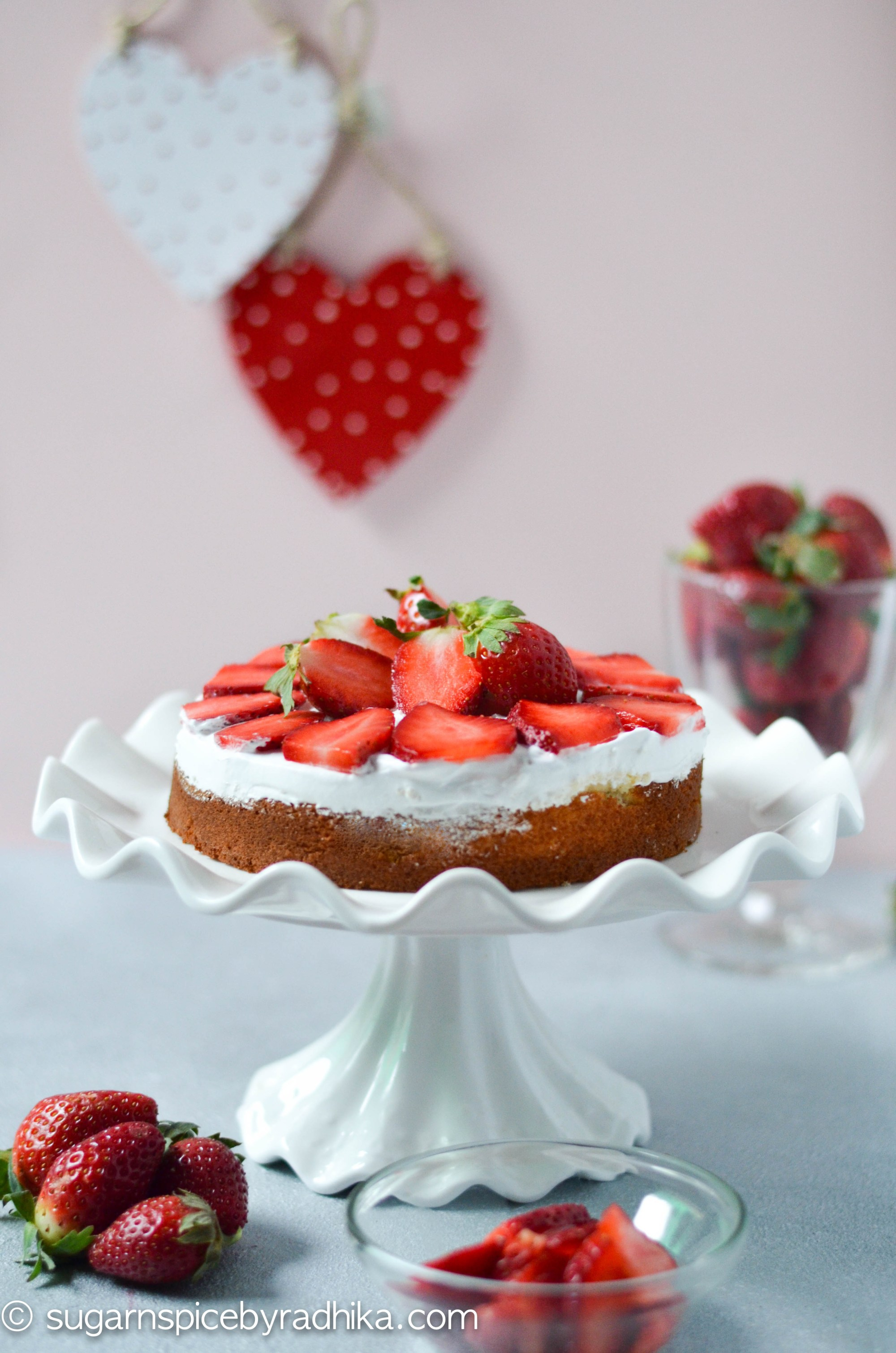 Strawberry Cream Cake (eggless)