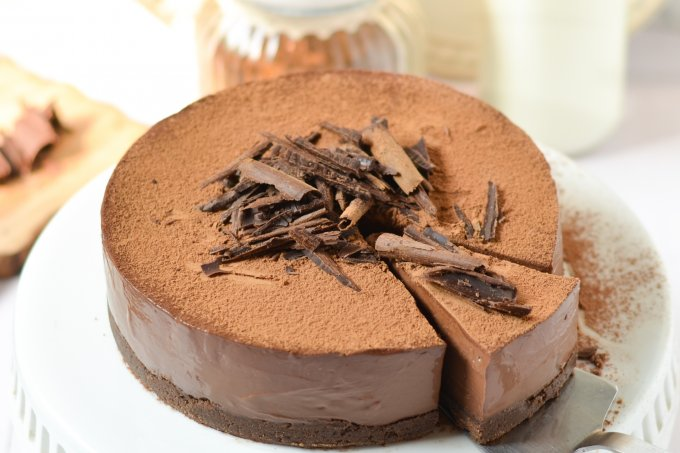 No-Bake Chocolate Truffle Cake (Eggless)